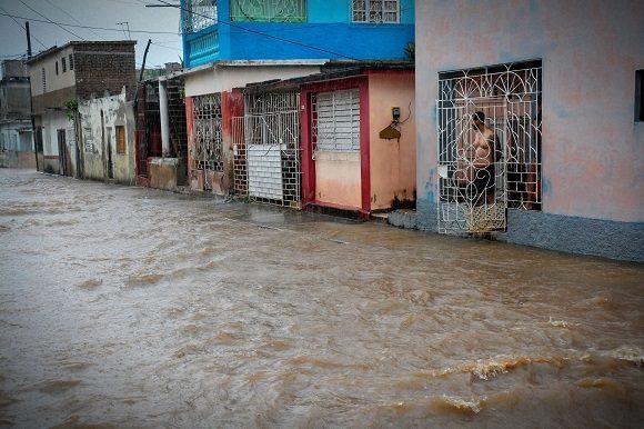 Intensas lluvias provocan inundaciones en Holguín