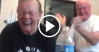 Abuela gasta una broma a su marido y se vuelve viral