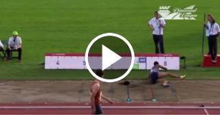 Una atleta pierde la peluca durante un salto de longitud y le cuentan la marca de la peluca