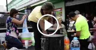 Cubanos varados en Laredo (México) reciben ayuda de mexicanos