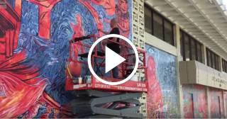 Artistas cubanos pintan murales en la Biblioteca JFK de Hialeah