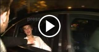 Justin Bieber golpea a un fan y le parte el labio