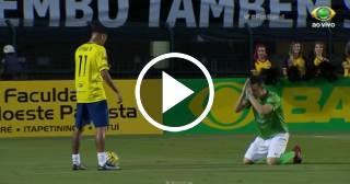 """Futbolista se arrodilla frente a Neymar """"implorándole"""" que no lo deje en ridículo"""