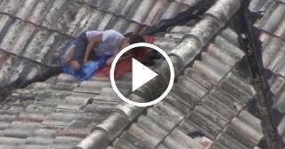 La policía encuentra durmiendo en el tejado de una casa a niño desaparecido en Hialeah