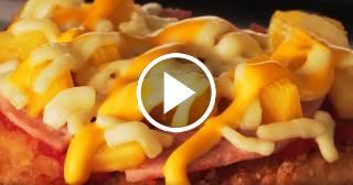 """Te presentamos a """"Chizza"""" la nueva mezcla de pollo frito crujiente y pizza"""