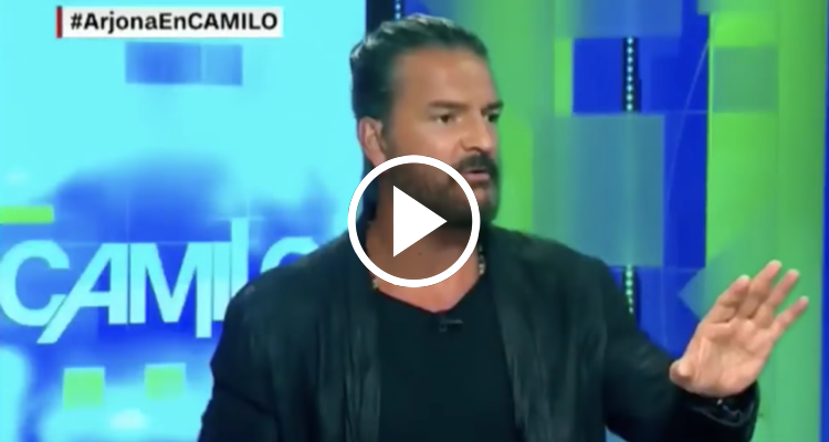 Ricardo Arjona se enfada con presentador cubano Camilo Egaña y abandona entrevista en CNN