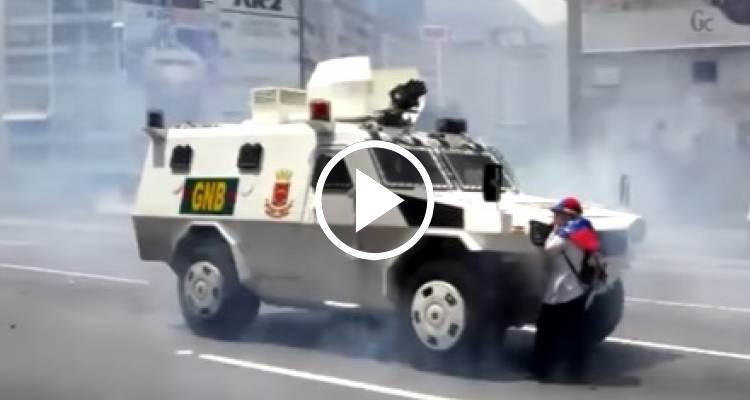 Venezolana desafía a las tanquetas chavistas durante las protestas