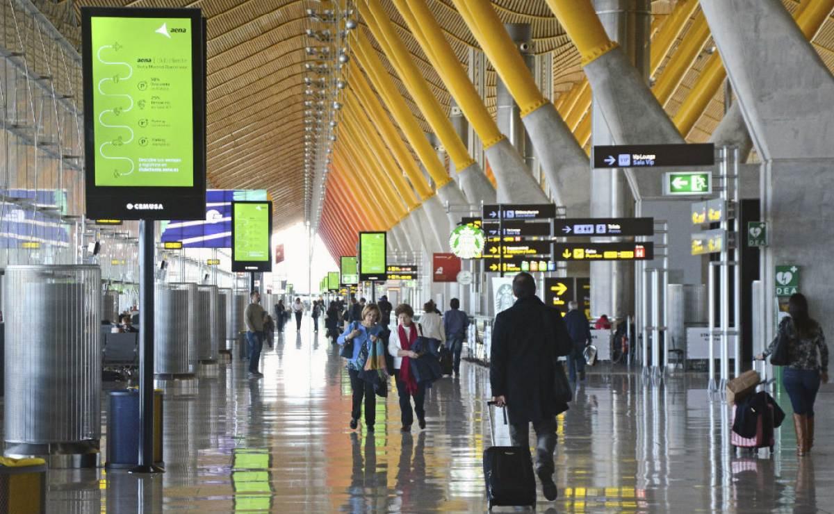 Resultado de imagen de 54 saharauis en huelga de hambre en el aeropuerto de Madrid-Barajas