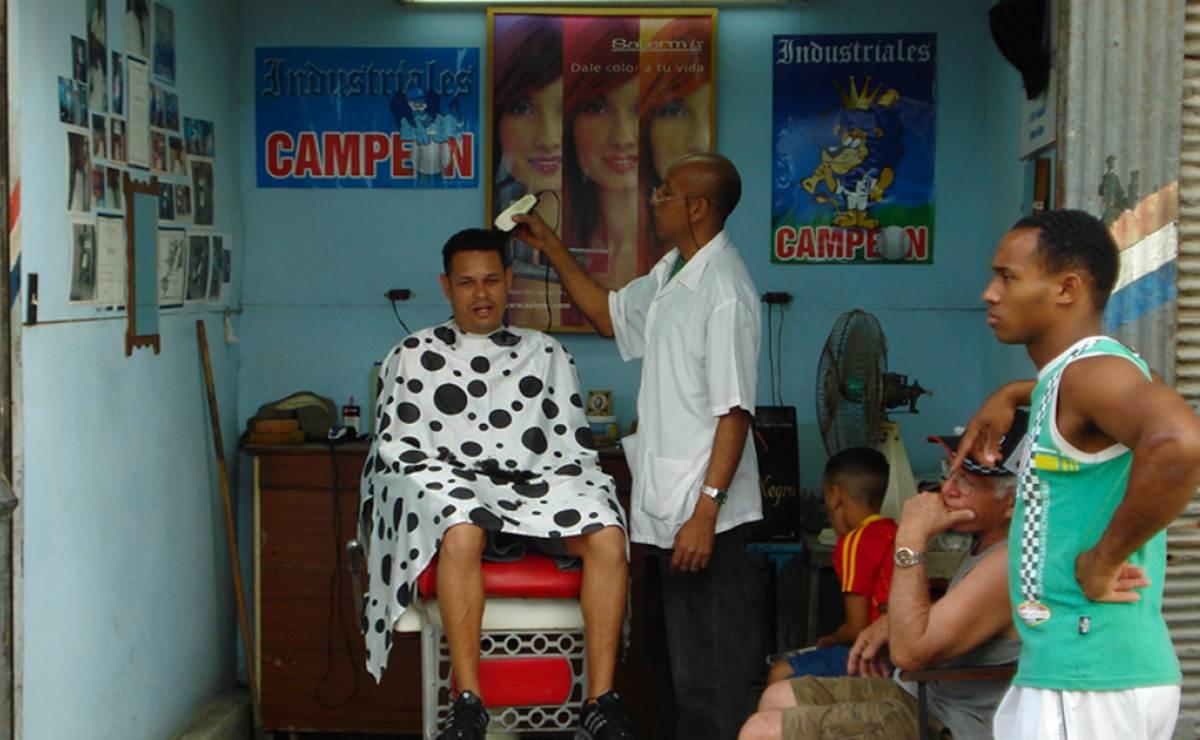 Una cosa no pudo destruir el comunismo cubano: las barberías de barrio