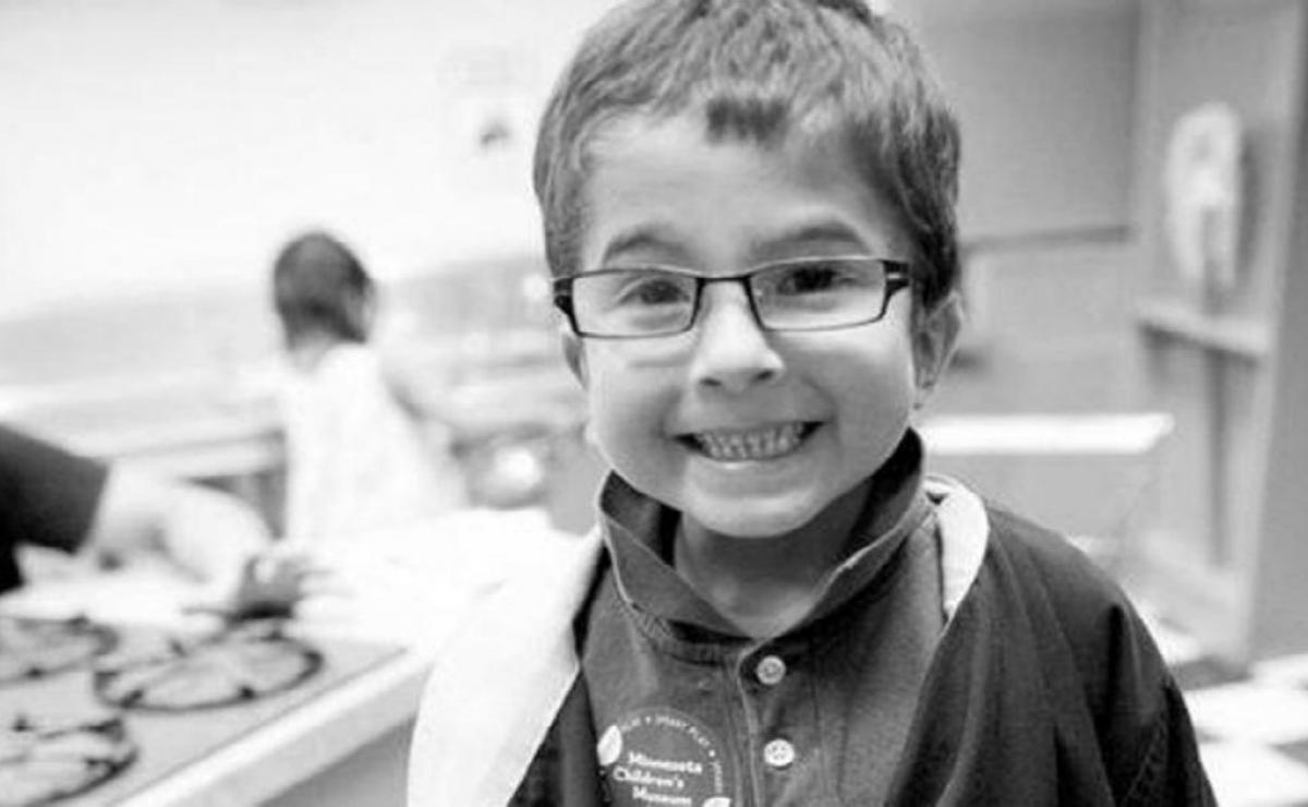 Muere niño de 7 años mientras sus padres rezaban por él en vez de ir al hospital