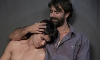 """La premiada obra teatral cubana """"10 millones"""" se estrena este viernes en Miami"""