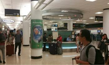 """El aeropuerto de Miami mantiene actividad """"limitada"""" y 400 vuelos fueron cancelados"""