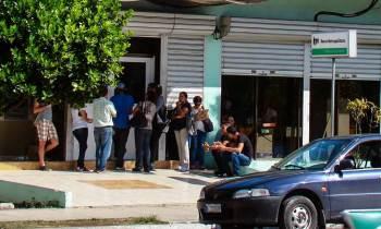 Cubanos se quejan sobre desventajas de cobrar por cajeros automáticos