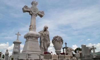 Cementerio Patrimonial Santa Ifigenia en Santiago de Cuba: Lo real maravilloso del mundo de los muertos