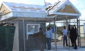 Actitud de balseros cubanos en Gran Caimán contrasta con trato que reciben de las autoridades