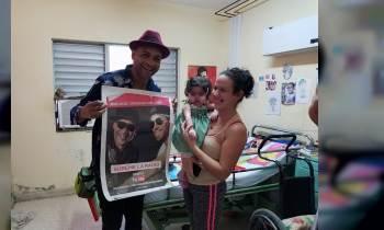 Descemer Bueno visita el Hospital Pediátrico de Matanzas