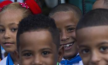 Comenzará el curso escolar en Cuba con escasez de papel y zapatos colegiales, según la ministra de Educación
