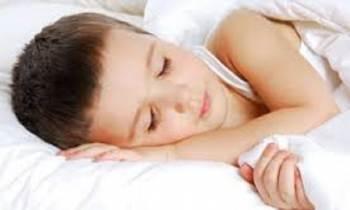 ¿Presenta su hijo problemas a la hora de dormirse?