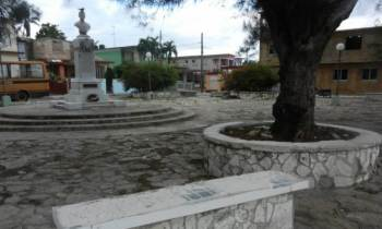 Cuba: se roban las losas de granito de los bancos de los parques