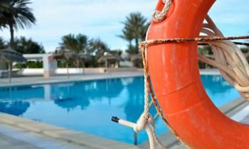 Niño de dos años en estado crítico en Florida por accidente en una piscina