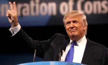 Donald Trump asistió a una gala benéfica sin avisar a la prensa