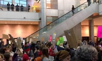 Aerolíneas rechazan embarcar hacia EEUU a ciudadanos afectados por el veto