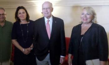 Una delegación norteamericana participa en una reunión de negocios en Cuba