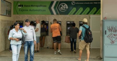 ¿Podrán cambiar dólares los extranjeros y cubanos que viajen a Cuba?