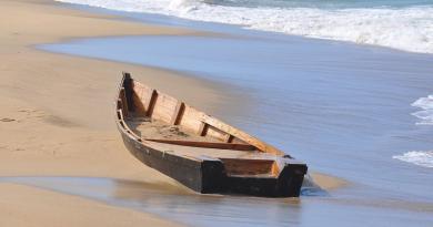 La Guardia Costera halló este sábado los cuerpos sin vida de los migrantes, que viajaban en un bote desparecido hace tre