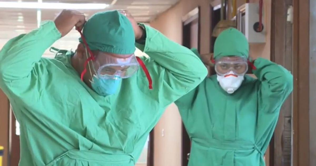 Medizinisches Personal am IPK in Havanna | Bildquelle: https://www.cibercuba.com/noticias/2020-03-13-u191143-e191143-s27061-cuba-ha-creado-tres-laboratorios-coronavirus-habana-santa © YouTube / Canal Caribe | Bilder sind in der Regel urheberrechtlich geschützt