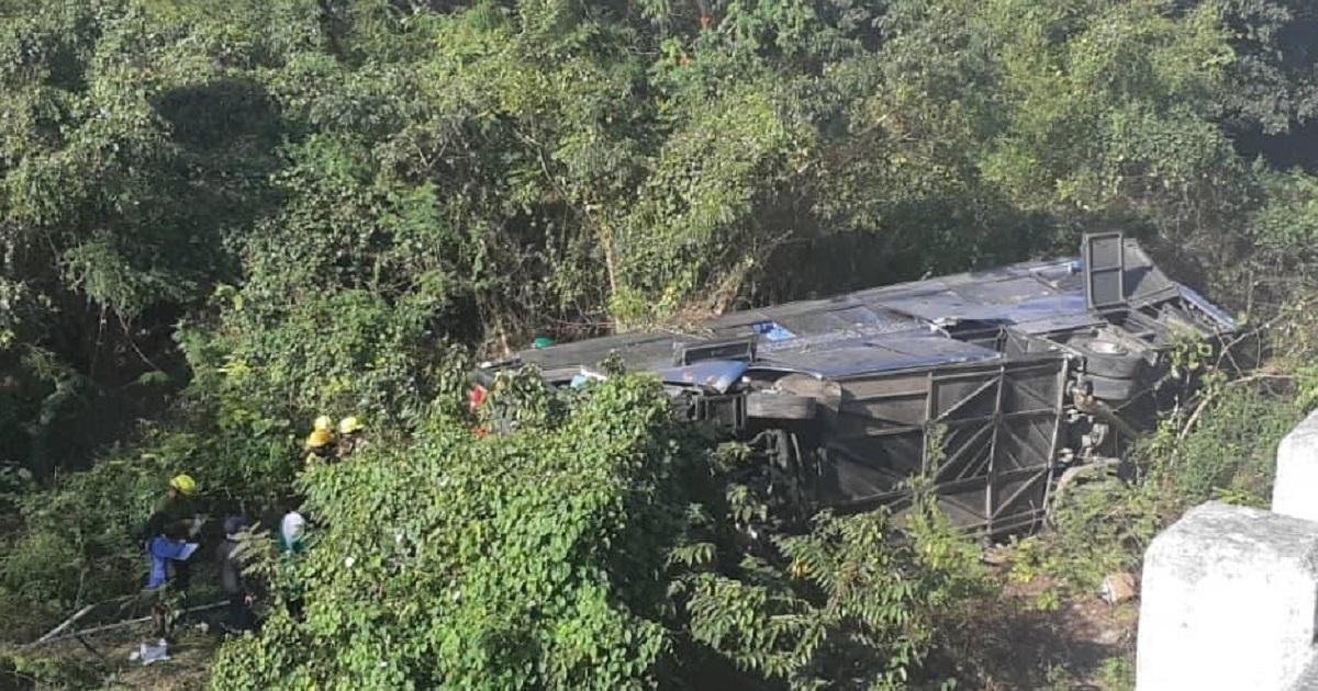 Busunglück bei Güines | Bildquelle: https://www.cibercuba.com/noticias/2021-01-30-u185759-e185759-s27061-cuentan-varios-fallecidos-tras-accidente-omnibus-guines © Canal Habana / Facebook | Bilder sind in der Regel urheberrechtlich geschützt