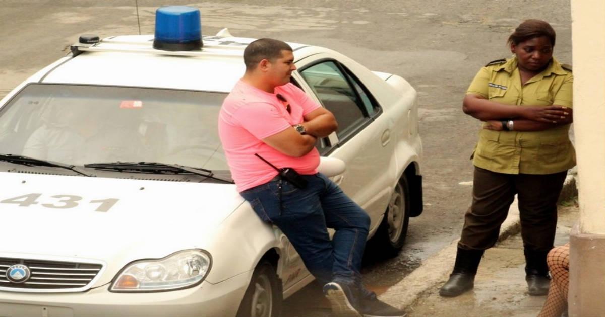 Policía rodea sede de Damas de Blanco | Foto © Facebook / Angrl Moya